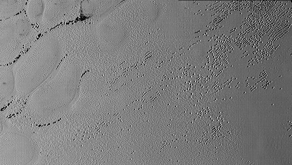 Изображение пористой поверхности Плутона