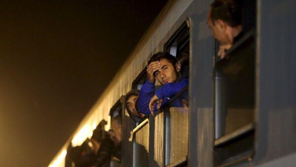 Беженцы прибыли на вокзал в Словении