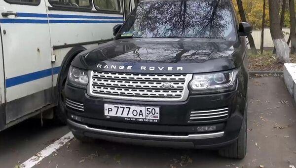 Автомобиль Рендж Ровер, на котором после совершения убийства в администрации Красногорска скрылся подозреваемый в серии убийств Амиран Георгадзе