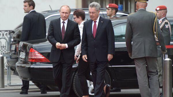 Президент России Владимир Путин и федеральный президент Австрийской Республики Хайнц Фишер. Австрия, 2014 год