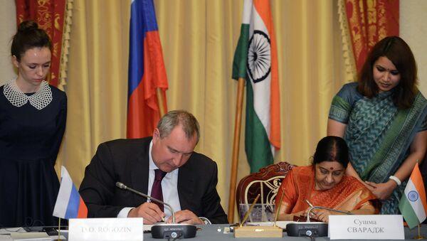 Заседание российско-индийской межправительственной комиссии по экономическому сотрудничеству во время заседания в Москве российско-индийской межправительственной комиссии по экономическому сотрудничеству