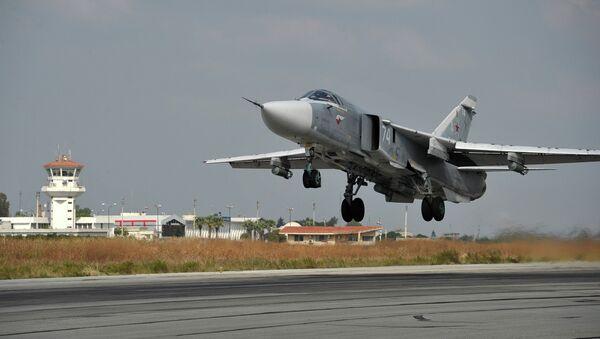 Российский самолет взлетает из аэропорта Латакии (Сирия). Архивное фото