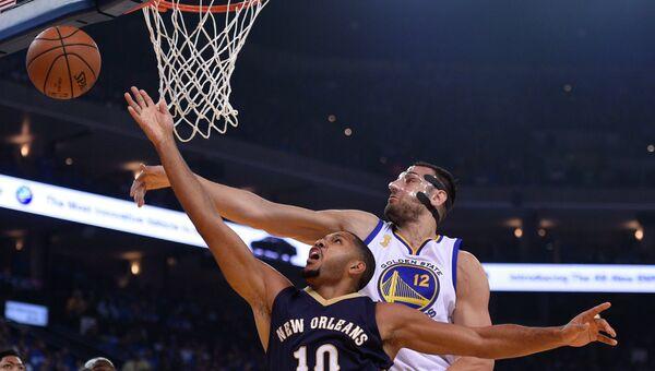 Эпизод матча Голден Стэйт Уорриорз - Нью-Орлеан Пеликанс в НБА, 27 октября 2015