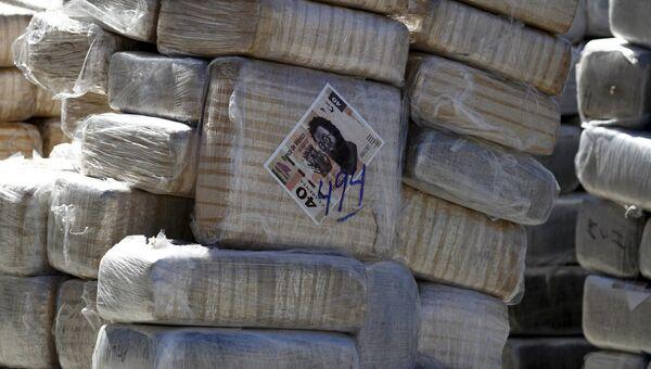 Упакованные свертки с марихуаной, изъятые у мексиканских авторитетов, сотрудничавших с Коротышкой