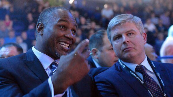 Канадский и британский боксёр-профессионал, чемпион XXIV Олимпийских игр в весовой категории свыше 91 кг Леннокс Льюис. Архивное фото