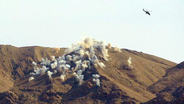 Российские вертолеты Ми-24п наносят удар по позициям боевиков в 20 километрах от города Пальмира