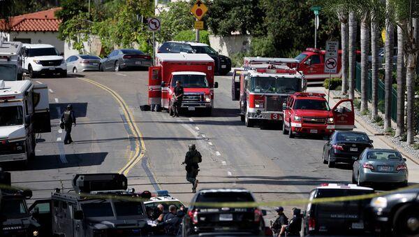 Полицейские и пожарные перекрыли окрестность в Сан-Диего