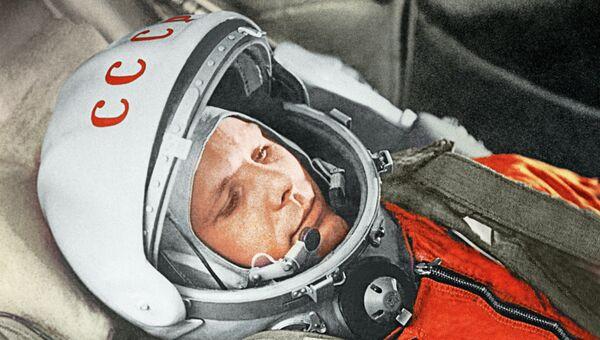 """Летчик-космолнавт Ю.Гагарин в кабине космического корабля """"Восток"""", архивное фото"""