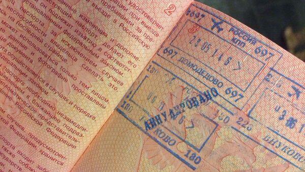 Паспорт пассажира с рейса из Внуково в Египет, которого высадили из самолета и аннулировали штамп при пересечении границы. Архивное фото