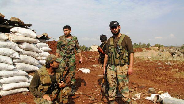 Солдаты сирийской армии на первой линии обороны в районе Шейх-Мискин, провинции Дераа, архивное фото