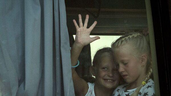 Дети в автобусе. Архивное фото
