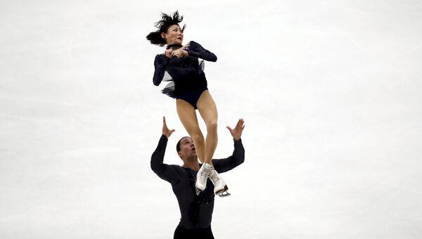 Юко Кавагути и Александр Смирнов во время Гран-при по фигурному катанию в Пекине