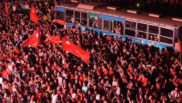 Сторонники оппозиционной партии страны Национальная лига за демократию в Мьянме