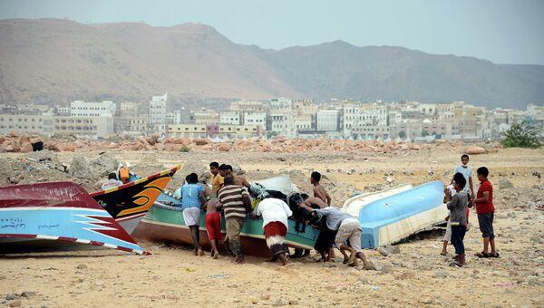 Местные жители готовятся к прохождению циклона Мег в Йемене. Архивное фото