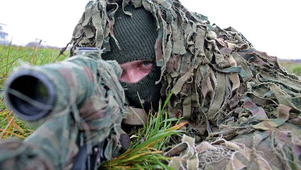 Военнослужащий на учениях морских пехотинцев береговых войск Балтийского флота. Архивное фото