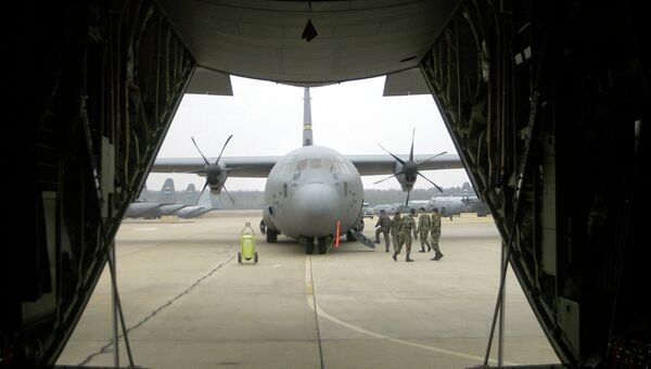 Американские военно-транспортные самолеты С-130J Super Hercules на авиабазе Рэндольф в Техасе, США. Архивное фото