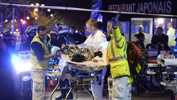 Эвакуация пострадавших в парижском театре Батаклан
