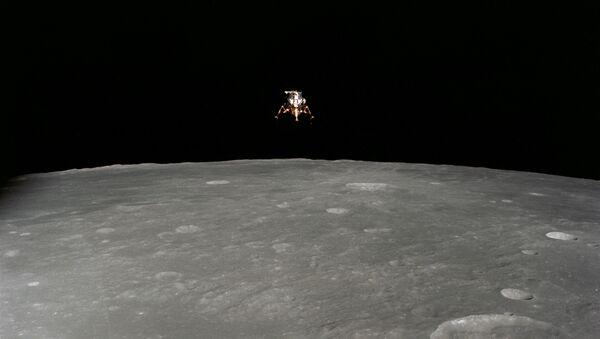Снимок спускаемого модуля космического корабля Аполлон 12