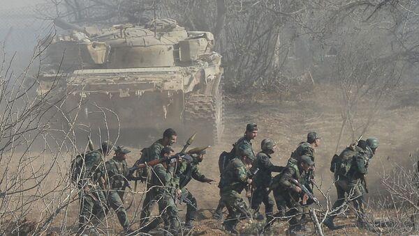 Солдаты Сирийской арабской армии проводят спецоперацию. Архивное фото