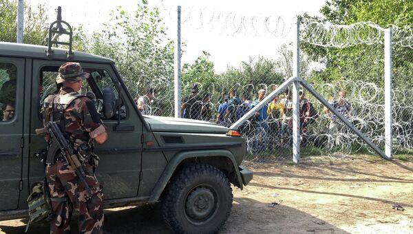 Беженцы за колючей проволокой на венгерско-сербской границе