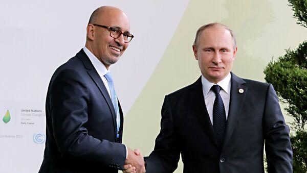 Президент России Владимир Путин и госсекретарь по европейским делам при МИД Франции Арлем Дезир на климатической конференции ООН в Париже