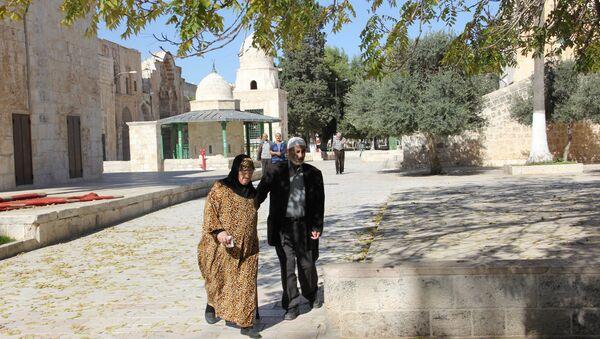 Верующие перед мечетью Аль-Акса на Храмовой горе в Иерусалиме. Архивное фото