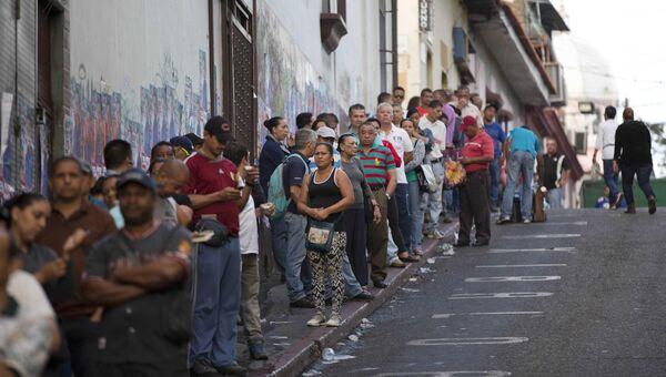 Очередь на избирательный участок в столице Венесуэлы Каракасе