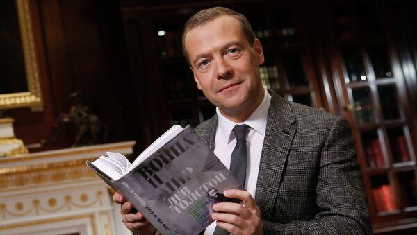 Председатель правительства РФ Дмитрий Медведев принимает участие в проекте ВГТРК Война и мир. Архивное фото