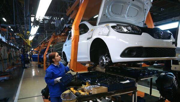 Сборочное производство производство на конвейере завода АвтоВАЗ. Архивное фото