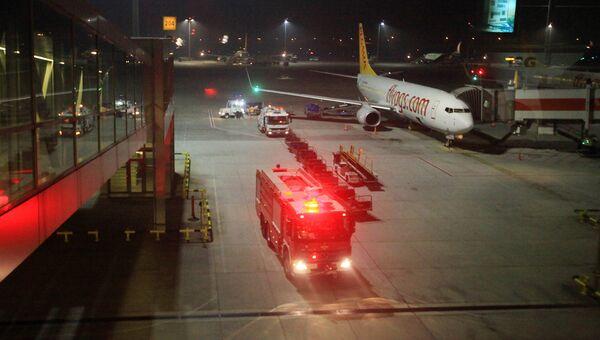 Пожарная машина в аэропорту Стамбула имени Сабихи Гёкчен