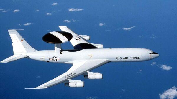 Самолет ДРЛО ВВС США Boeing E-3 Sentry. Архивное фото