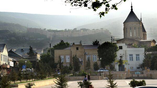 Древняя, доарабская крепость Нарын-кала (на дальнем плане). Архивное фото