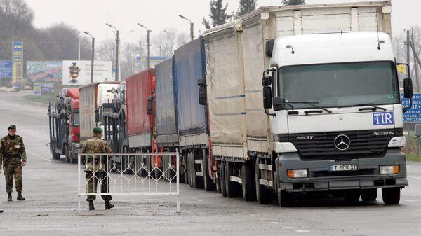 Работа таможенных и пограничных служб Украины на границе с Россией. Архивное фото