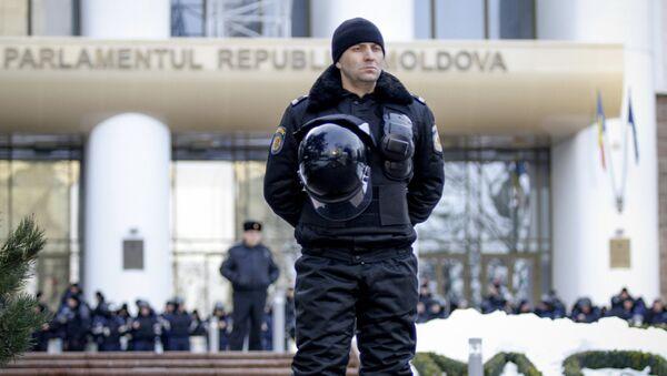 Сотрудник полиции в Кишиневе. Архивное фото