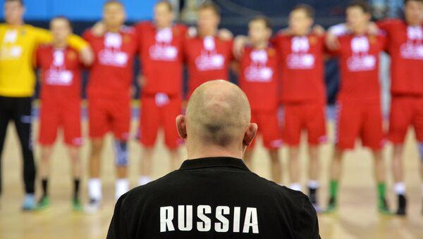 Главный тренер сборной России по гандболу Дмитрий Торгованов, архивное фото