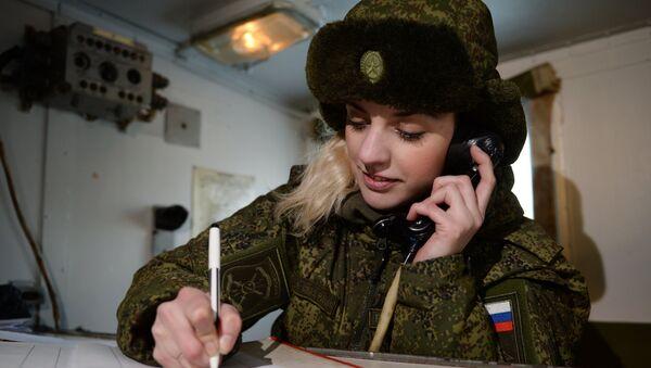 Радист-связист Новосибирского ракетного соединения на мобильном посту