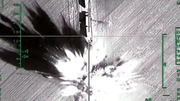 Уничтожение российской авиацией колонны большегрузных автомобилей с боеприпасами в районе Алеппо. Архивное фото