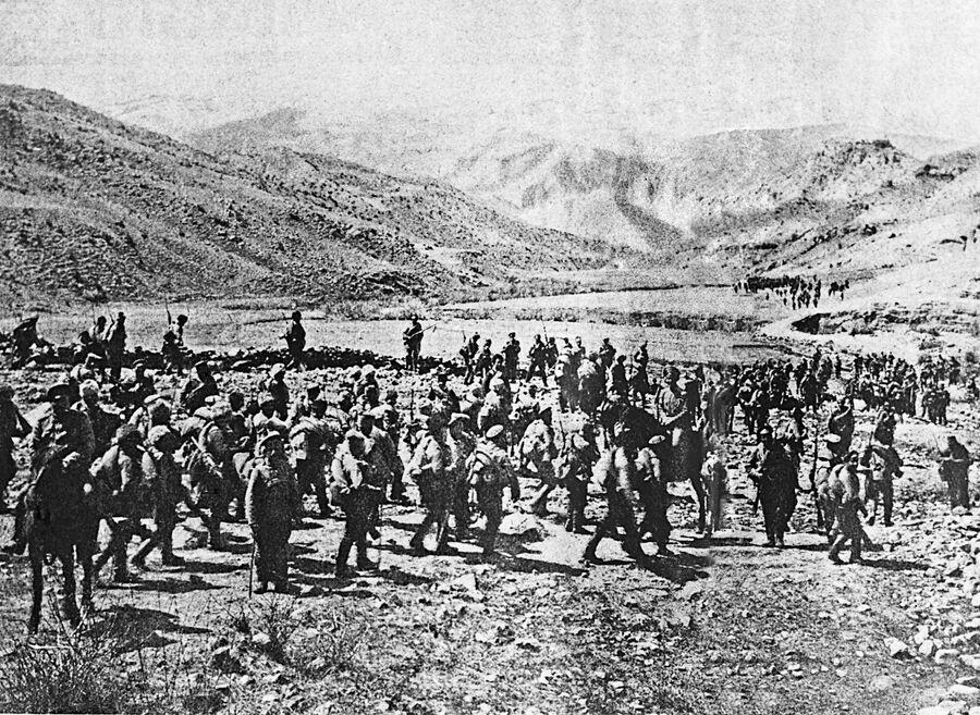 Русская армия вступает в город Трапезунд на территории турецкой Армении. 1916 год