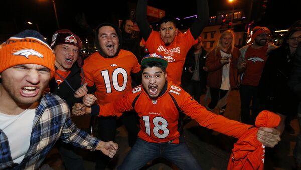 Фанаты празднуют победу своей команды в Супер Боуле. Денвер, февраль 2016