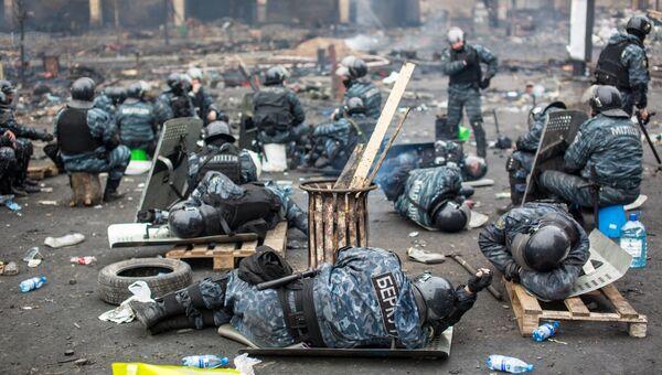 Сотрудники правоохранительных органов на площади Независимости в Киеве. 2014 год. Архивное фото