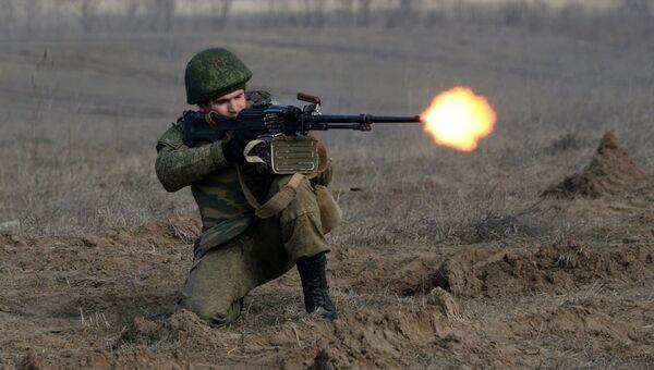 Военнослужащий во время учений мотострелковых войск 58-й общевойсковой армии ЮВО. Архивное фото