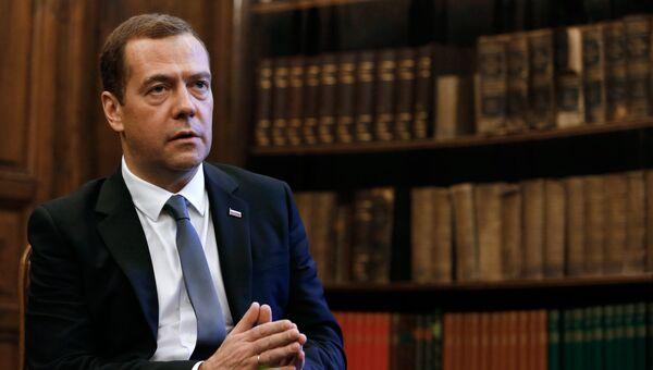 Председатель правительства РФ Дмитрий Медведев во время интервью журналу Тайм по итогам Мюнхенской конференции по вопросам политики безопасности