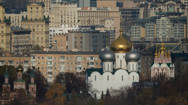 Вид на Новодевичий монастырь со смотровой площадки на Воробьевых горах. Архивное фото