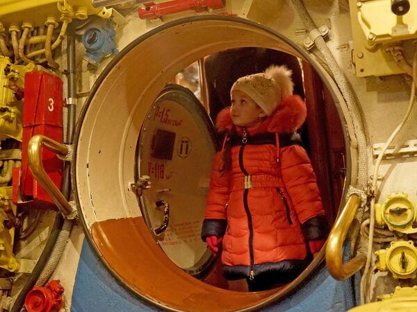 Люк в переборке между отсеками на подводной лодке Б-413 проекта 641, являющейся экспонатом Музея Мирового океана в Калининграде