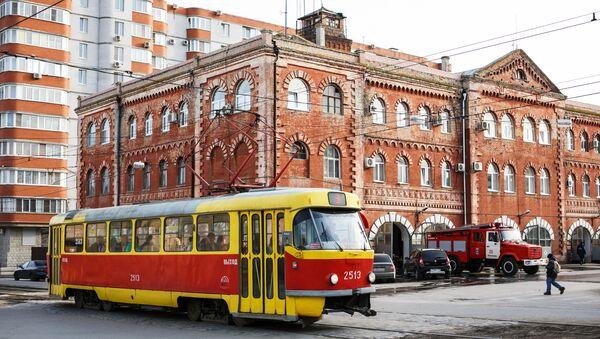 Трамвай на улице в Волгограде. Архивное фото