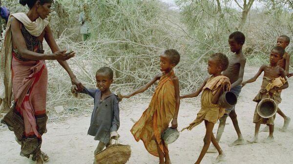 Голодные дети в Африке. Архивное фото