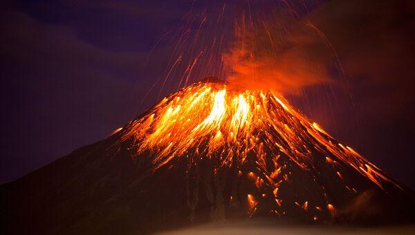 Извержение вулкана Тунгурауа в Эквадоре. 27 февраля 2016