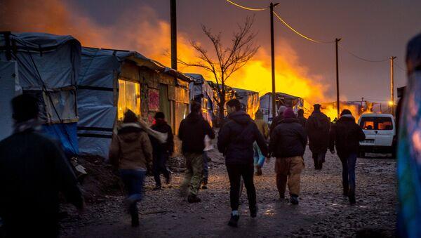 Снос лагеря мигрантов Джунгли во французском городе Кале. Архивное фото