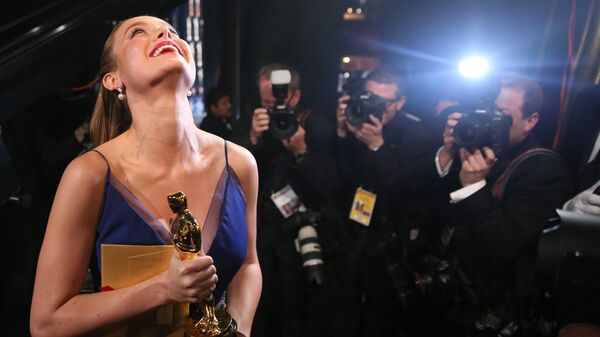 Актриса Бри Ларсон получила премию киноакадемии США Оскар за роль в фильме Комната