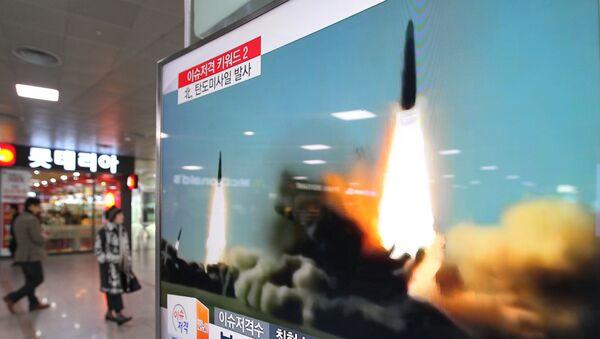 Архивная запись запуска КНДР ракет в направлении Японского моря